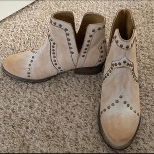 Very Volatile antique white ankle boot boutique 8